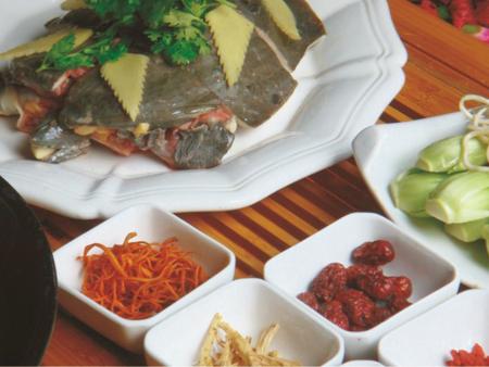 烤邊滋補大甲魚